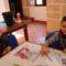 Un total de 20 niños elaboraron su mosaico romano en una actividad infantil