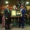José Ramos Bernal recibe el Costal de Honor por parte de Jesús de la Redención