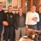 El cortador de jamón chino, Daniel Wang, conoció el vino y la cocina de Jumilla