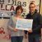 Bar de Vinos La Macarena hace entrega del cheque de 1.000 euros a AdixJumilla