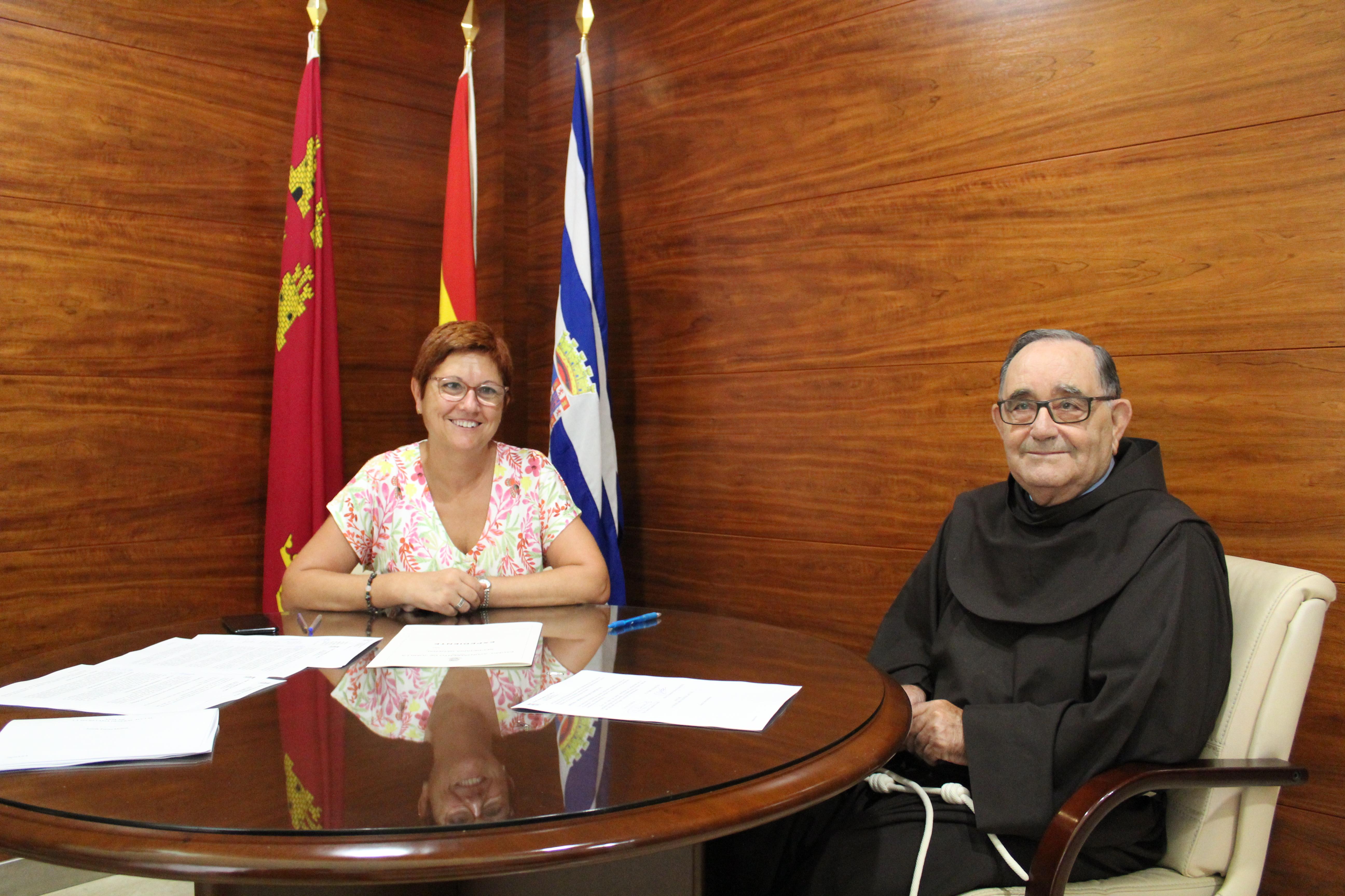 El Ayuntamiento entrega 12.000 euros para restaurar el Cristo
