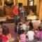 Cerca de cien niños de las ludotecas de verano visitaron el Ayuntamiento