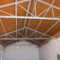 El edificio del antiguo colegio de la pedanía de la Fuente del Pino ya luce nueva cubierta