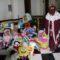 Los niños de la cofradía del Santo Costado donan sus juguetes a Cáritas