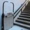 El cementerio cuenta con una plataforma salvaescaleras que mejora la accesibilidad