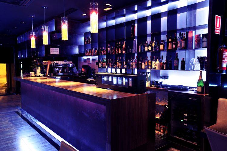 Se ampl a en una hora el horario del cierre de los locales - Decoracion de bares de copas ...